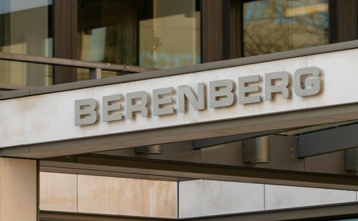 Berenberg-Schriftzug an der Hamburger Zentrale