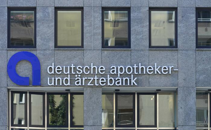 Filiale der Deutschen Apotheker- und Ärztebank: An elf Standorten sucht die Apobank derzeit Berater und Spezialisten im Private Banking.|© imago images / Schöning