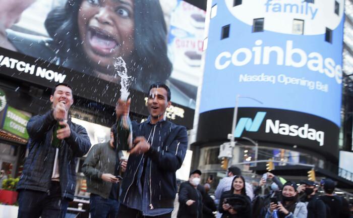 Börsengang von Coinbase: Der Zugang zu Kryptowährungen hat sich zuletzt vereinfacht, mit ihnen Rendite zu erzielen, stellt aber viele Marktteilnehmer vor Herausforderungen.|© imago images / UPI Photo