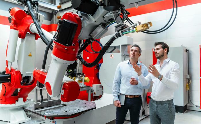 Robotik und Automatisierung setzt sich auch in mittelständischen Unternehmen immer mehr durch: Wichtigste Performancequelle von Futures-Fonds sind Trendfolgestrategien, hinzu kommen Strategien, die Kursmuster erkennen, und antizyklische Strategien.|© imago images / Westend61