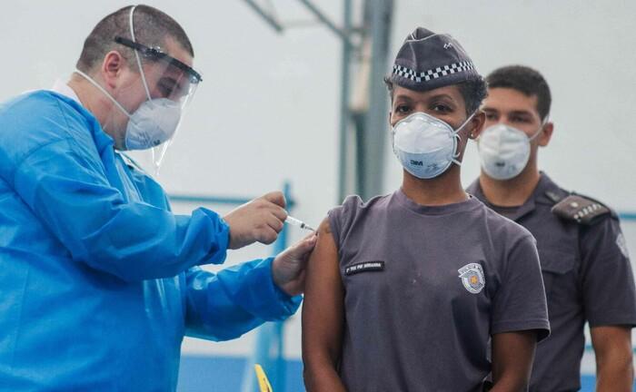 Impfung von Polizisten in São Paulo, Brasilien