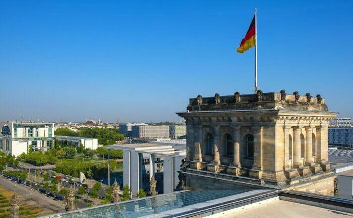 Blick vom Reichstag auf die Skyline von Berlin