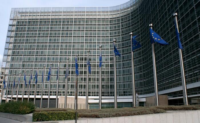 Europa-Fahnen vor dem Sitz der EU-Kommission in Brüssel