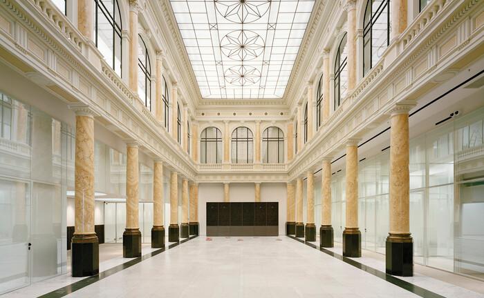 Die imposante Eingangshalle der restaurierten Commerzbank in Hamburg: Die Bank wurde 1870 in der Hansestadt gegründet