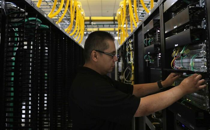 Mitarbeiter des Unternehmens QTS Realty Trust in Chicago: Die Aktie des Datenzentrum-Betreibers ist die größte Position im Wells Fargo Small Cap Innovation.|© imago images / ZUMA Wire