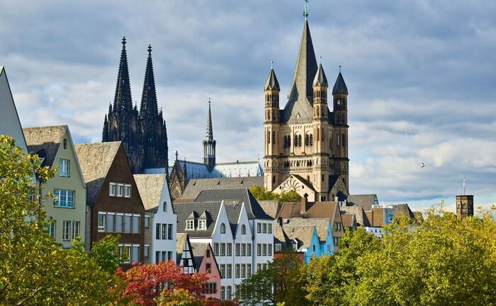 Köln, mit dem Dom im Hintergrund: Die Zusatzversorgungskasse hat ihren Sitz in der Rhein-Metropole