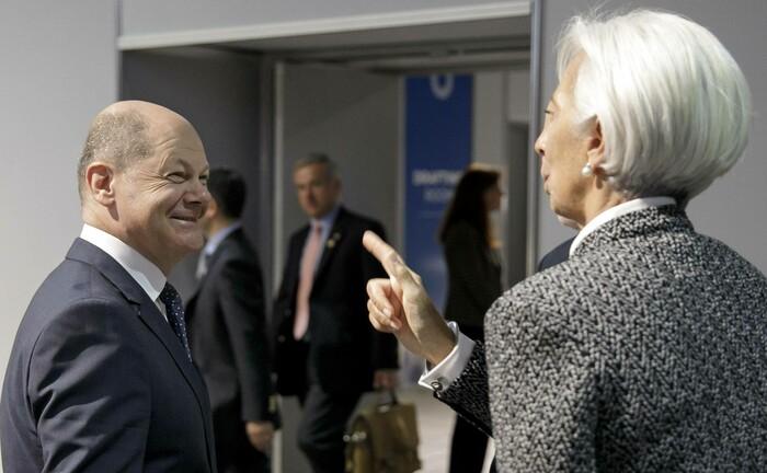 Bundesfinanzminister Olaf Scholz im Gespräch mit EZB-Chefin Christine Lagarde