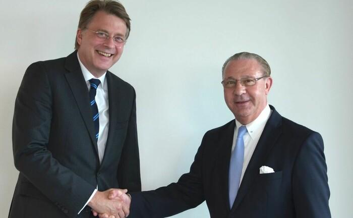 Ralf Lüdeke (links) vom Wirtschaftsprüfer PKF Fasselt und Matthias Witt von der gleichnamigen Gesellschaft