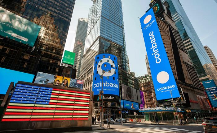 Werbung für Coinbase am Times Square in New York