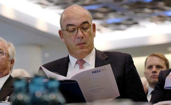 Gibt seine Position als Sprecher der regionalen Geschäftsleitung Südwest bei der Deutschen Bank auf
