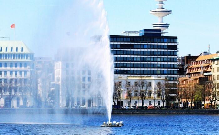 Alster in Hamburg: Am Sitz von Marcard, Stein & Co|© Imago Images / Hanno Bode