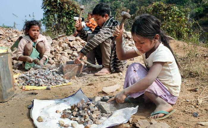 Kinder in Indien bei der Arbeit