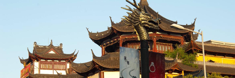 Häuser in Shanghai: Der MSCI Emerging Markets Index besteht zu 20 Prozent aus chinesischen A-Aktien.|© imago images / Arabian Eye